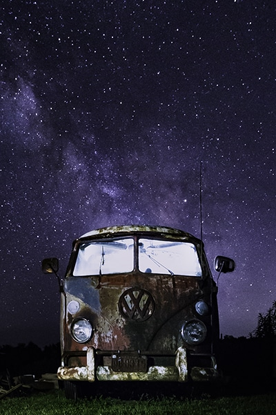 Photo of a decaying Volkswagen van under the stars